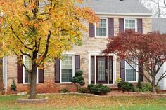 Make sure your house catches homebuyers' eyes this fall with these stylish updates and landscaping ideas.