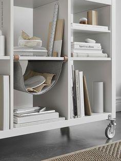 KALLAX kast | IKEA IKEAnl IKEAnederland inspiratie wooninspiratie interieur wooninterieur woonkamer wit vakkenkast DIY