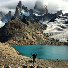Laguna de los Tres in El Chalten, Patagonia, Argentina. After of flat hiking you have a very steep walk ahead before seeing this beautiful lake. More than worth the effort. In the background you can see the amazing Fitz Roy. Oh The Places You'll Go, Places To Travel, Places To Visit, Beautiful World, Beautiful Places, Adveture Time, Argentina Travel, Chile, The Great Outdoors