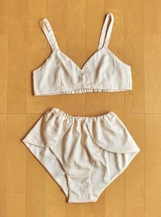 Sewing Bras, Sewing Clothes, Diy Clothes, Ropa Interior Vintage, High By The Beach, Lingerie, Fashion Sewing, Looks Style, Swimsuits