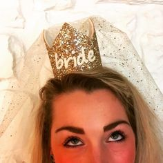 This cute gold bride crown is attached to a headband and includes a veil. Perfect for a bride who wants to stand out and amazing for those fun hen party photos! Bachelorette Veil, Bachelorette Party Decorations, Bacherolette Party, Classy Hen Party, Party Organization, Hen Party Accessories, Team Bride, Bridal Style, Wedding Planner