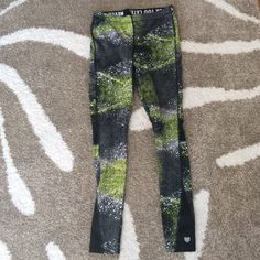 Forever 21 Activerwear leggings Size: small; worn once. 86% nylon and 14% spandex. Forever 21 Pants Leggings