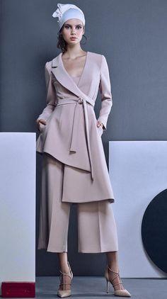 Look Fashion, Hijab Fashion, Fashion Beauty, Fashion Dresses, Womens Fashion, Fashion Design, Fashion Trends, Couture Fashion, Fashion Ideas