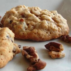 Oatmeal Raisin Walnut Cookies. Discover our recipe.