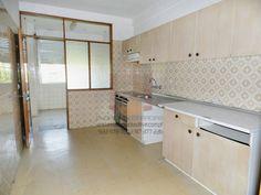 [6975] T2+1 à N222, a 2km Metro – 100% financiada Apartamento T2+1 junto da N222, com Boas áreas, localizado num 3ºandar sem elevador, a 30m da N222, junto ao campo de futebol do Oliveira do Douro e da empresa Salvador