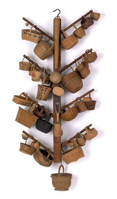 The Basket Tree - 37 Miniature New England and Pennsylvania Baskets Old Baskets, Vintage Baskets, Wicker Baskets, Prim Decor, Basket Bag, Displaying Collections, Basket Weaving, Dollhouse Miniatures, Crates