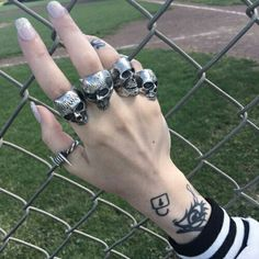 Image uploaded by Existenti▲l Com▲. Find images and videos about style, grunge and tattoo on We Heart It - the app to get lost in what you love. Grunge Look, Grunge Style, Hand Jewelry, Cute Jewelry, Jewelry Accessories, Jewlery, Steampunk Accessories, Grunge Jewelry, Bling