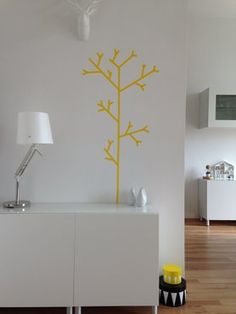 #MaskingTape: yellow tree aus #maskingtape #diy #interior #design #wandgestaltung  Mehr schöne Ideen mit Washi und Masking Tape auf SoLebIch: www.solebich.de/tag/washi-masking-tape