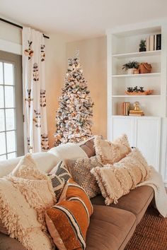 home decoratie Holiday Home Tour: Rhiannon Lawsons Bohemian Farmhouse Living Room Furniture, Home Furniture, Living Room Decor, Wooden Furniture, Country Furniture, Outdoor Furniture, Furniture Layout, Dining Rooms, Furniture Design