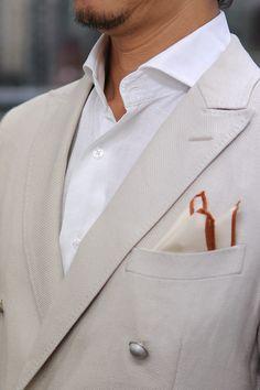 リネン100%のホリゾンタルカラーシャツ+ダブルブレストのブレザー+シルク100%のポケットチーフ