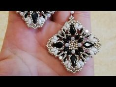 Tiny Stud Earrings, Seed Bead Earrings, Beaded Earrings, Earrings Handmade, Beaded Jewelry Patterns, Beading Patterns, Earring Tutorial, Diy Tutorial, Twin Beads