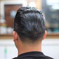 Pompadour with pores and skin cone in # coiffure . Pretty Pompadour with pores and skin c. Slick Hairstyles, Classic Hairstyles, Baddie Hairstyles, Straight Hairstyles, Barber Haircuts, Haircuts For Men, Oil Based Pomade, Brylcreem, Pompadour Hairstyle