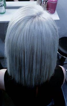 Color de temporada tonos grises, perfecto para este verano!