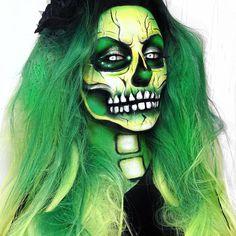 I feel pretty, oh so pretty halloween bucketlist Beautiful Halloween Makeup, Halloween Eye Makeup, Halloween Eyes, Zombie Makeup, Halloween Looks, Sfx Makeup, Face Paint Makeup, Zombie Face Paint, Horror Makeup