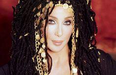 "A música nova da Cher já está na internet; ouça ""Woman's World"""