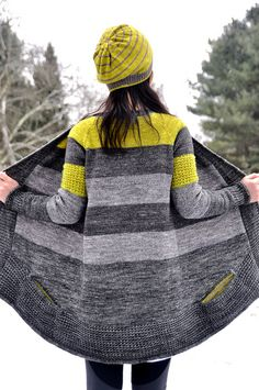 Gorgeous knit / knitting pattern BluSand by La Maison Rililie: FO by jettshin on ravelry. I love the use of these colors.