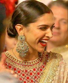 Deepika Padukone and Ranveer Singh Made Heads Turn As They Attended Isha Ambani's Wedding - HungryBoo Bollywood Girls, Bollywood Stars, Bollywood Celebrities, Bollywood Fashion, Bollywood Actress, Bollywood Party, Bollywood Jewelry, Celebrities Fashion, Indian Bollywood