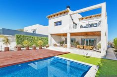 #palma #luxury #realestate #immobilien #design #houses #mallorca #luxus Approx.350 m2 Built, large living room approx. 80 m2, 2 fireplaces, equipped/furnished kitchen, 5 doble bedrooms, wardrobes, 3 bathrooms, dressing room, 4 bathrooms (1 en suite), heating floors, hot/cold air conditioning, porcelanico and parket floors, approx. 200m2 terraces, approx. 300m2 garden, approx. 150m2 porch, garage in approx. 100m2 basement, swimming pool. Near golf with clear views. Very luminous.
