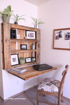 DIY space-saving pallet desk - The Northwest Momma . , DIY space-saving pallet desk - The Northwest Momma . Pallet Desk, Diy Pallet Furniture, Diy Furniture Projects, Diy Pallet Projects, Cool Diy Projects, Home Furniture, Furniture Design, Furniture For Small Spaces, Pallet Benches
