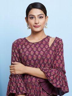 Latest kurti sleeves design - The handmade craft Salwar Designs, Kurti Neck Designs, Kurta Designs Women, Sleeve Designs, Kurti Sleeves Design, Sleeves Designs For Dresses, Neckline Designs, Dress Neck Designs, Blouse Designs