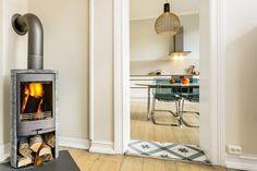 FINN – Torshov: Klassisk 4-roms som kan gjøres om til 2 leiligheter | Flott takhøyde | Ildsted | Stukkatur | lav husleie