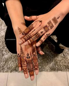 Unique Back Hand Mehndi Designs For The Bridesmaids! Henna Hand Designs, Simple Mehndi Designs Fingers, Finger Mehendi Designs, Latest Henna Designs, Floral Henna Designs, Henna Tattoo Designs Simple, Stylish Mehndi Designs, Full Hand Mehndi Designs, Mehndi Designs For Beginners