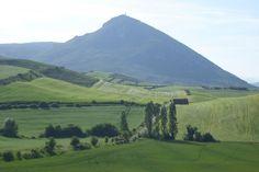 Higa de Monreal desde Abínzano. www.lantxurda.com