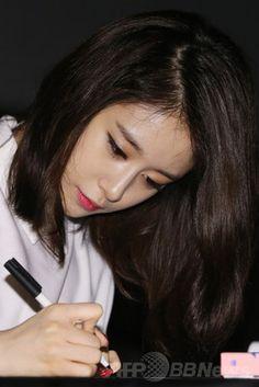 T-ARAジヨン、ソロデビュー記念しサイン会開催