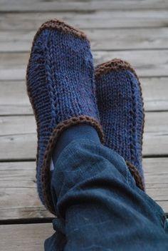 new Ideas for knitting socks slippers free pattern Knitted Slippers, Crochet Slippers, Knit Or Crochet, Felted Slippers Pattern, Knitting Socks, Loom Knitting, Free Knitting, Knit Socks, Knitting Projects