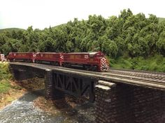LV 2 approaching Packerton yard.   Model Railroad Hobbyist magazine   Having fun with model trains   Instant access to model railway resources without barriers