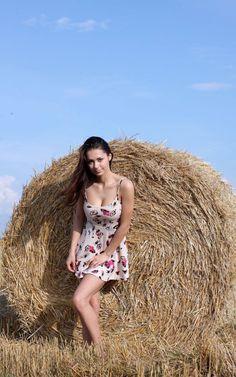 Helga Lovekaty - Bales of hay Beautiful Girl Image, Simply Beautiful, Beautiful Women, Fondue, Hay Bales, Russian Models, Fashion Company, Celebrity Photos, Hot Girls