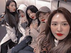 South Korean Girls, Korean Girl Groups, Red Valvet, Kang Seulgi, Kim Yerim, Mean Girls, Kpop Girls, Cool Girl, Velvet