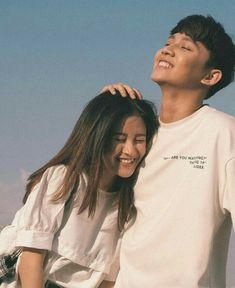Pinterest : Lê Đặng Thục Hân. Cute Couple Poses, Cute Couples Photos, Cute Couple Pictures, Cute Couples Goals, Couple Posing, Couple Shoot, Couple Avatar, Korean Couple Photoshoot, Korean Best Friends