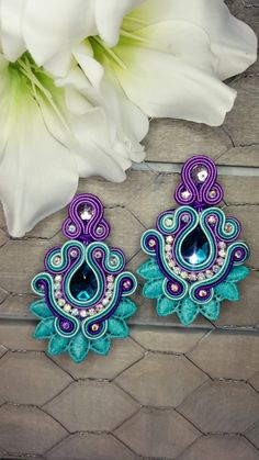 Soutache earrings teal and purple Bead Jewellery, Diy Jewelry, Jewelery, Fashion Jewelry, Beach Crafts, Diy And Crafts, Earrings Handmade, Handmade Jewelry, Soutache Earrings