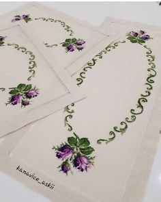 Embroidery Stitches Tutorial, Crewel Embroidery, Cross Stitch Rose, Diy And Crafts, Sewing, Cross Stitch Flowers, Hand Towels, Crochet Table Runner, Crochet Purses