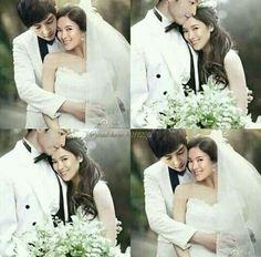 Song joong ki and song hye Kyo Song Hye Kyo, Song Joong Ki, Songsong Couple, Best Couple, Doubles Song, Desendents Of The Sun, Descendants Of The Sun Wallpaper, Autumn In My Heart, Korean Drama Series