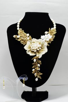 This original White Pearl Statement Wedding Flower Choker looks great with any color dress. Modern Elegant Party Stylish Seed Beads Bridal Floral Necklace can fit your dress and attract the attention of others. It is also perfectly suited to the romantic image of the bride. I used