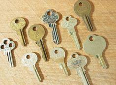 Definite crafty materials.  Vintage Metal Keys Ornate Brass 10 Old by buckeyesandbluegrass