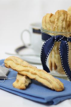 I biscotti da colazione sono dei deliziosi biscotti preparati con una morbida pasta, perfetti per essere serviti a colazione con una tazza di latte o tè caldo.