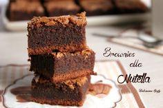 Golosissimi i Brownies alla Nutella, facili e veloci da preparare... Pochi passaggi per questo morbido dolcetto al cioccolato e nutella :D