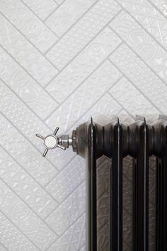 Een unieke radiator in de Ariadne at Home badkamer