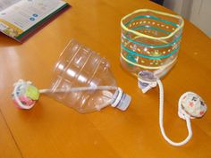 Monday Crafts: bilboquet made with recycled objects Cub Scout Crafts, Cub Scout Activities, Plastic Bottle Crafts, Recycle Plastic Bottles, Plastic Art, Camping Crafts, Fun Crafts, Crafts For Kids, Brownie Girl Scouts