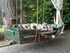 old boat and made a daybed for my cabana room. Boot Dekor, Garden Sail, Garden Kids, Boat Furniture, Porch Furniture, Boat Bed, Outdoor Projects, Outdoor Decor, Flea Market Gardening