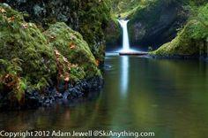 Punchbowl Falls Along The Eagle Creek Trail Along Columbia River Gorge In Oregon.