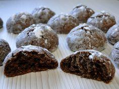¡Muy buenas, dulzones!<br /> Hoy os voy a enseñar a preparar unas riquísimas galletas crinkles de chocolate sin azúcar.<br /> Para que os hagáis una idea de la delicia que son, os ...