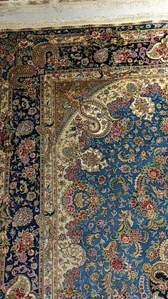 handmade silk carpet – Area Rugs in bedroom Diy Carpet, Wall Carpet, Modern Carpet, Rugs On Carpet, Carpet Stairs, Persian Carpet, Persian Rug, Turkish Rugs, Showroom Interior Design