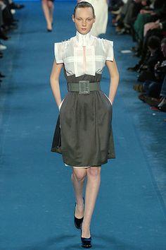 Saint Laurent Fall 2005 Ready-to-Wear Fashion Show - Sasha Pivovarova