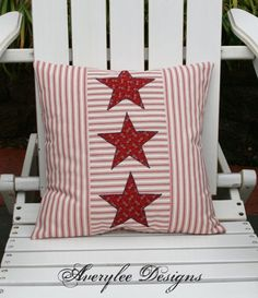 Americana Inlett Kissen-Abdeckung Americana Dekor Sternen decorations fourth of july Americana Ticking Pillow Cover, Americana Decor, Stars and Stripes, of July Patriotic Bunting, Patriotic Quilts, Patriotic Crafts, Americana Crafts, Patriotic Party, Fourth Of July Decor, 4th Of July Decorations, July 4th, White Pillow Covers