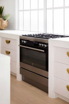 4 Tips For Kitchen Remodeling In Your Home Renovation Project – Home Dcorz Kitchen Colors, Kitchen Design, Pantry Design, Kitchen Ideas, Kitchen Reno, Cabinet Design, Kitchen Inspiration, Kitchen Storage, Freestanding Oven