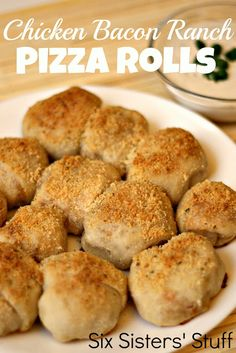 Six Sisters' Stuff: Chicken Bacon Ranch Pizza Rolls Sounds delicious! Chicken Bacon Ranch Pizza, Ranch Chicken, Bacon Pizza, Pizza Food, Cooked Chicken, Pizza Ranch, Pizza Cake, Ranch Pasta, Chicken Bites